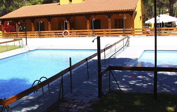 piscina, peñafiel, camping valladolid, camping en castilla y león, camping para caravanas, ribera del duero, alojamientos