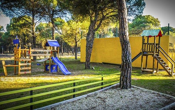 parque infantil, zona de juegos, camping, valladolid, camping en peñafiel, aparcamiento caravanas valladolid, mejores camping de españa